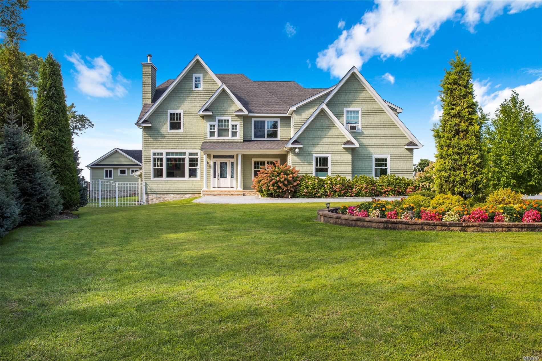 Residencial à venda em 34 Waterview Ct, Riverhead, NY ,11901  , EUA