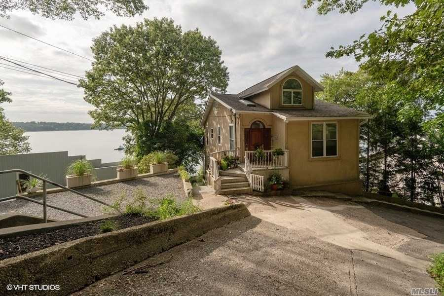 Residencial à venda em 241 12th Ave, Sea Cliff, NY ,11579  , EUA