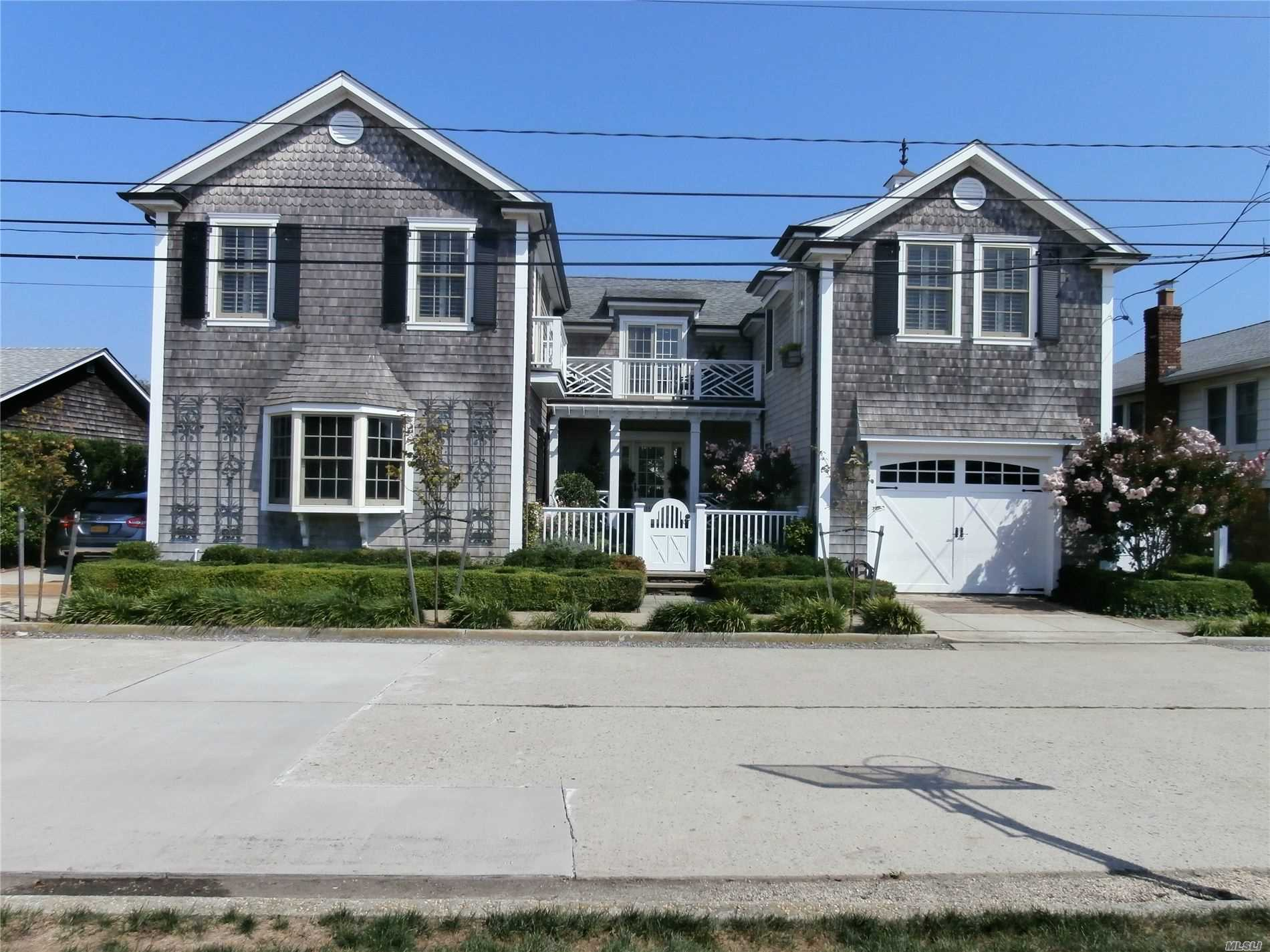 Residencial à venda em 110 Baldwin Ave, Point Lookout, NY ,11569  , EUA