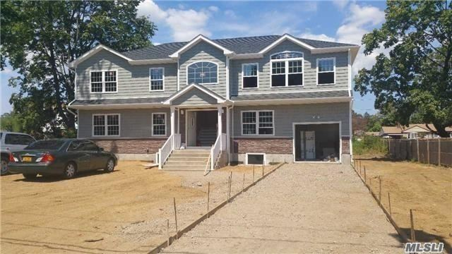 Residencial à venda em 23 West End Ave, Brentwood, NY ,11717  , EUA