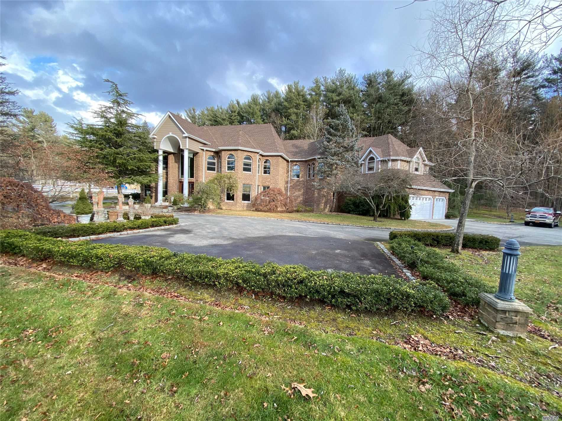 Residencial à venda em 99 White Oak Tree Rd, Laurel Hollow, NY ,11791  , EUA