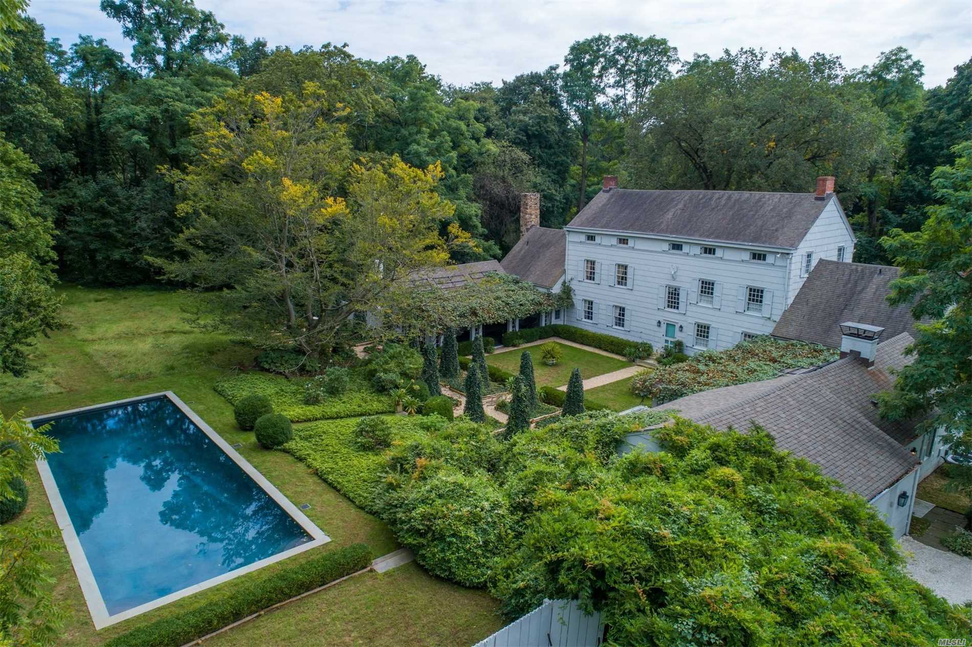 Residencial à venda em 34 Birch Hill Rd, Locust Valley, NY ,11560  , EUA