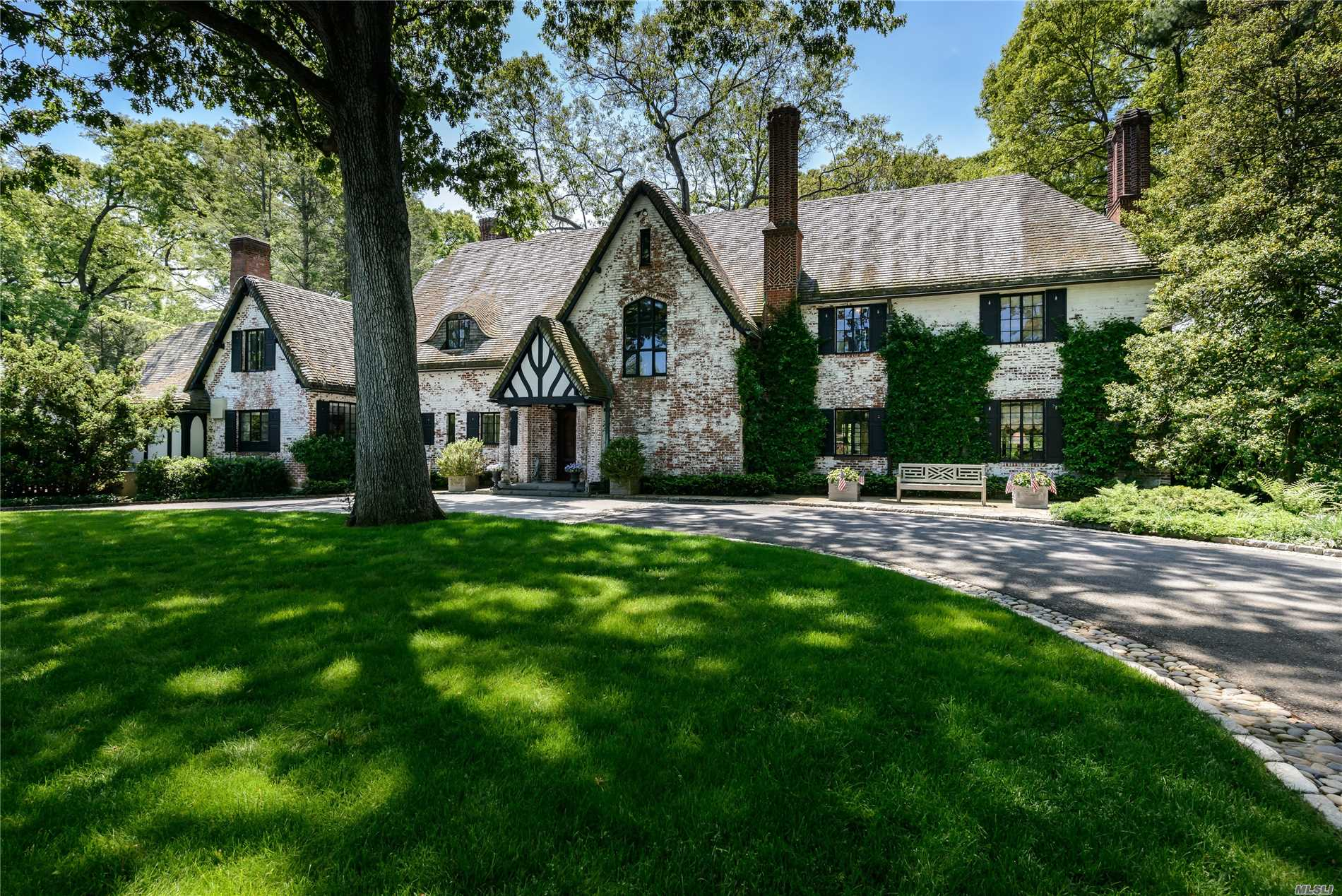 Residencial à venda em 180 Piping Rock Rd, Locust Valley, NY ,11560  , EUA