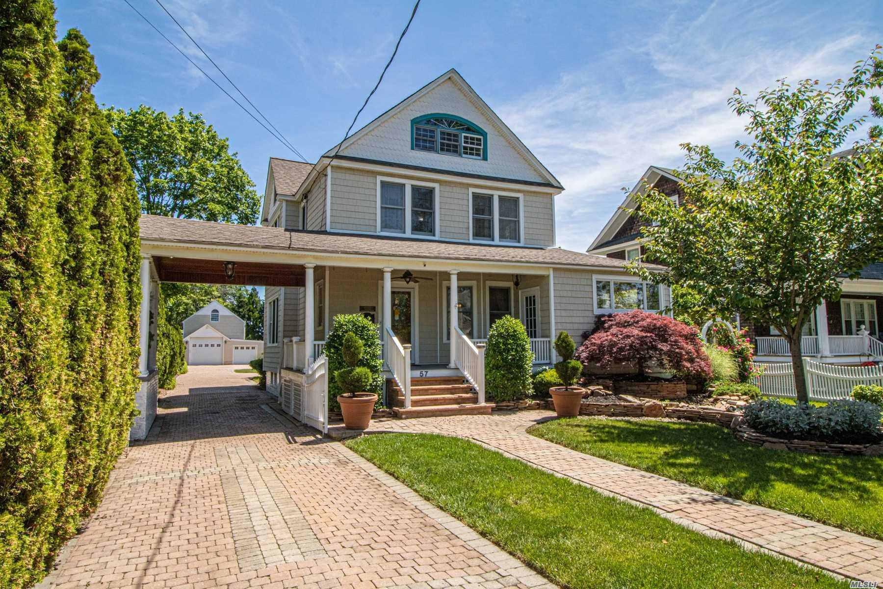 Residencial à venda em 57 Maple Ave, Bay Shore, NY ,11706  , EUA